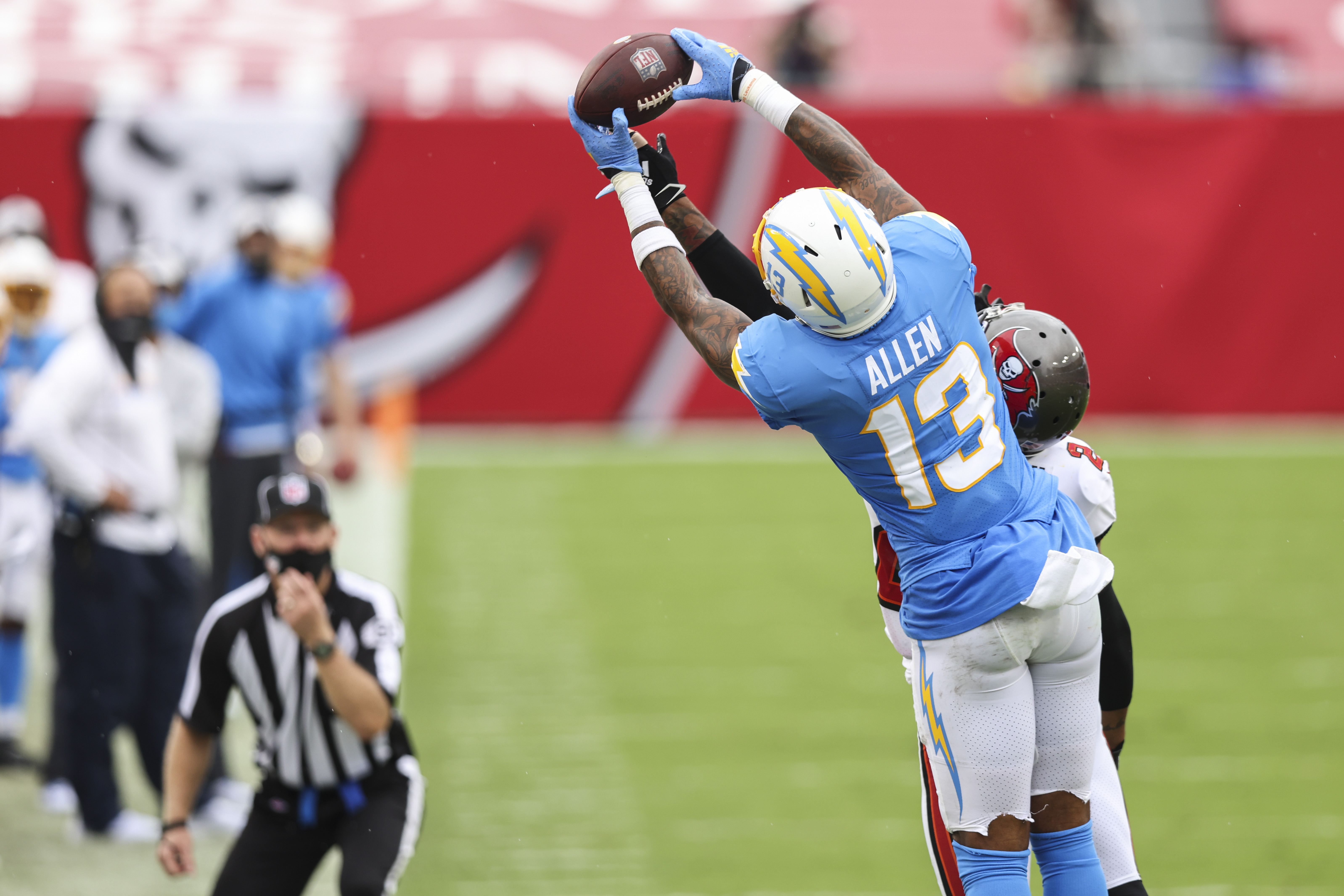 Keenan Allen of the Los Angeles Chargers catches a pass