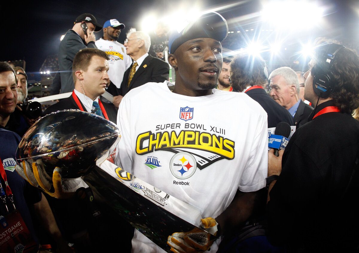 Ex-NFL wide receiver Santonio Holmes once became a Super Bowl hero with the Pittsburgh Steelers. Holmes recently helped his local community in a big way.
