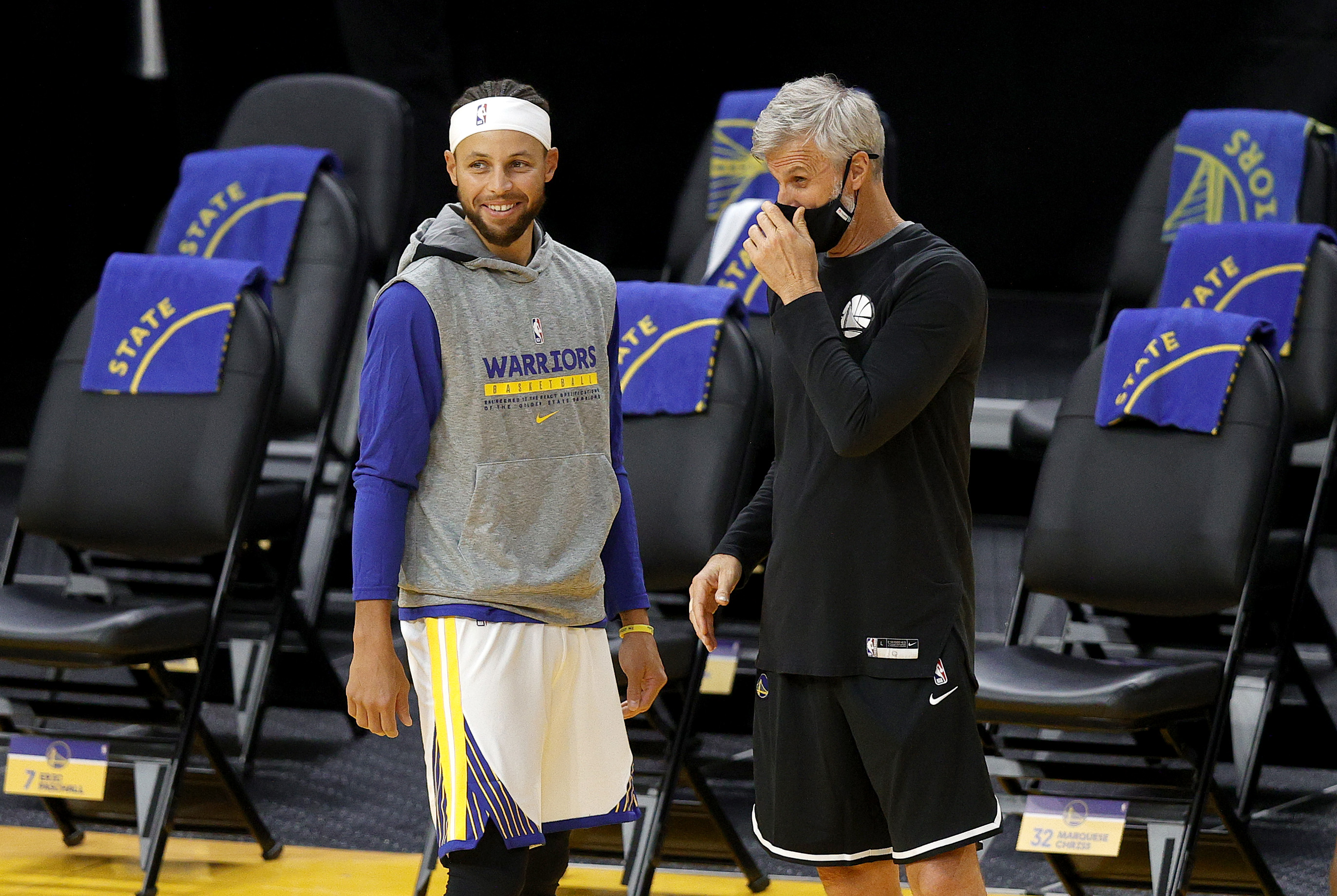 Stephen Curry of the Golden State Warriors talks to coach Bruce Fraser