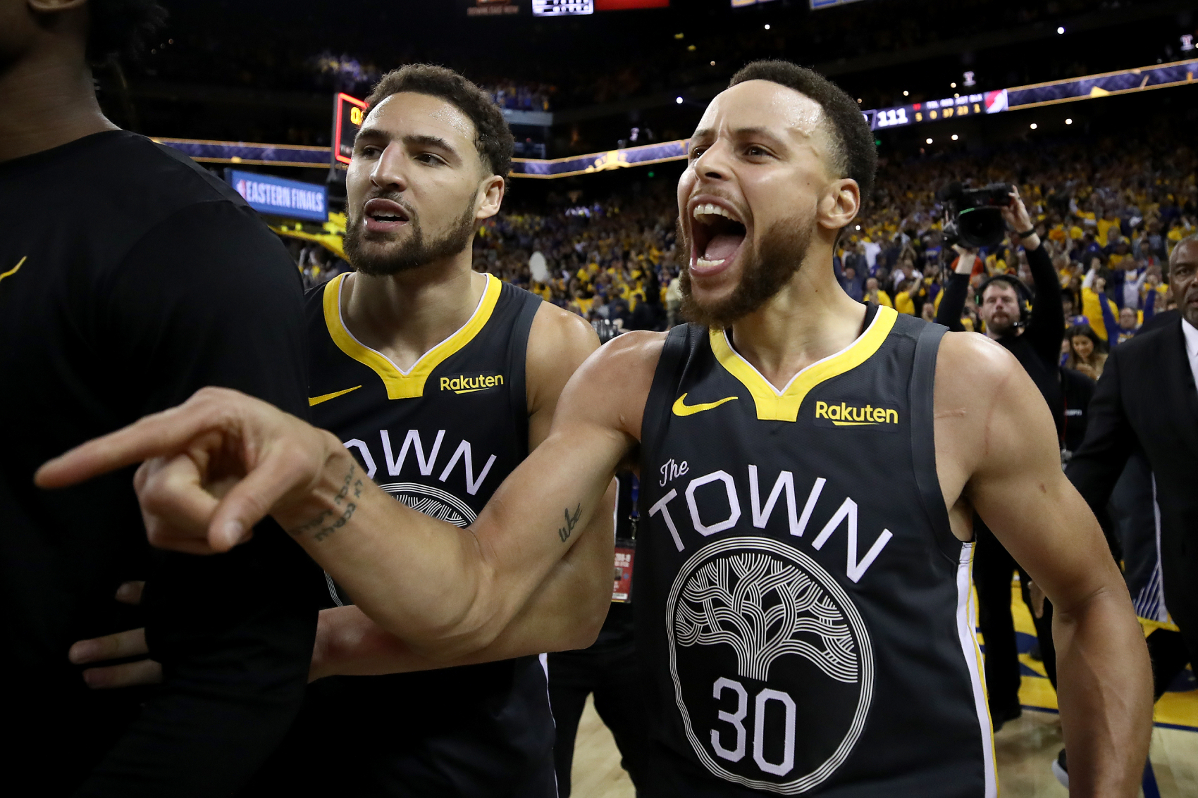 The Golden State Warriors have a talented team. Their new $14.3 Million man, Kelly Oubre Jr., is already clicking with Stephen Curry, too.