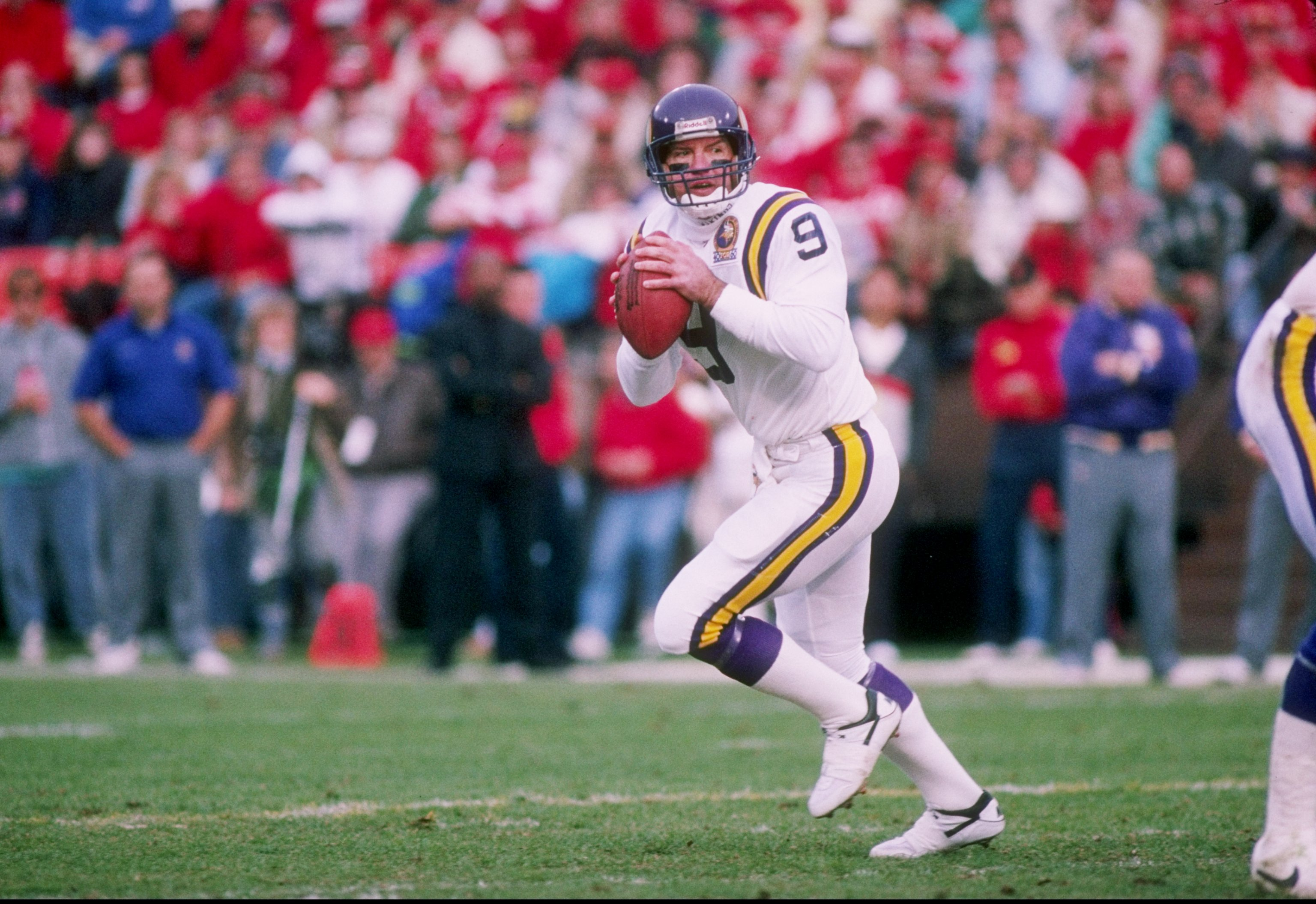 Why Does Tommy Kramer, Former Vikings QB, Have a Packers Urinal in His House?