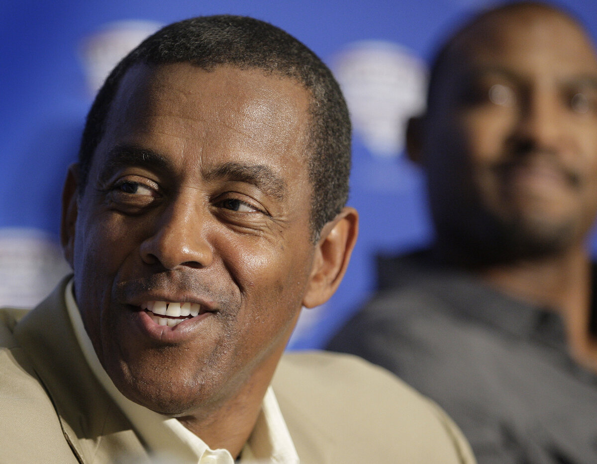 Former Dallas Cowboys running back Tony Dorsett is among the greatest running backs in NFL history. Dorsett upset some when his son was born out of wedlock.