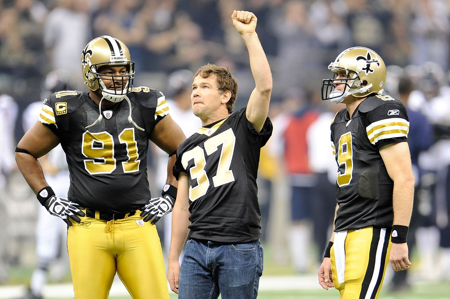 Drew Brees used a jump rope to win a free sushi dinner from Saints legend Steve Gleason.