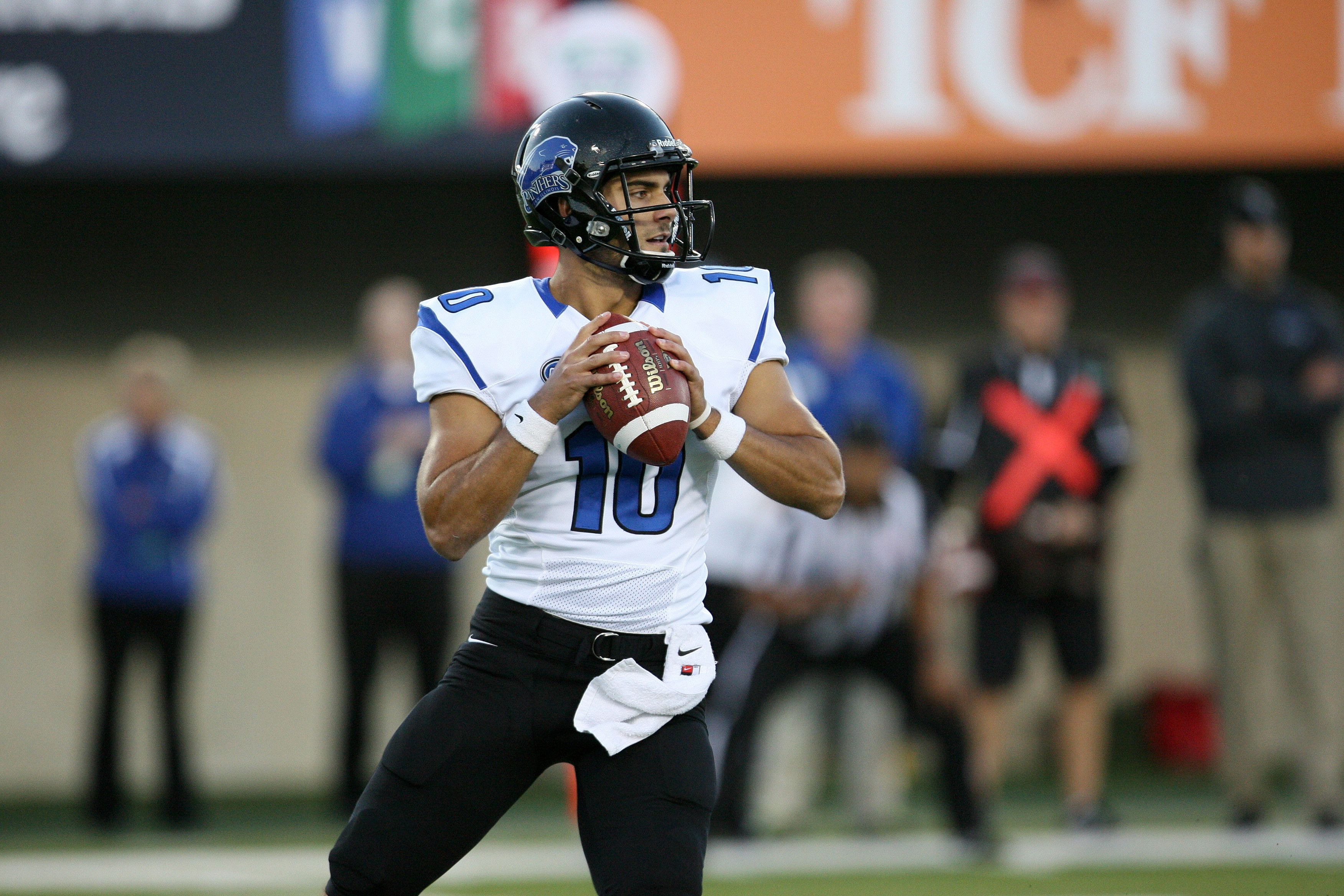 Eastern Illinois quarterback Jimmy Garoppolo looks for an open receiver in 2013