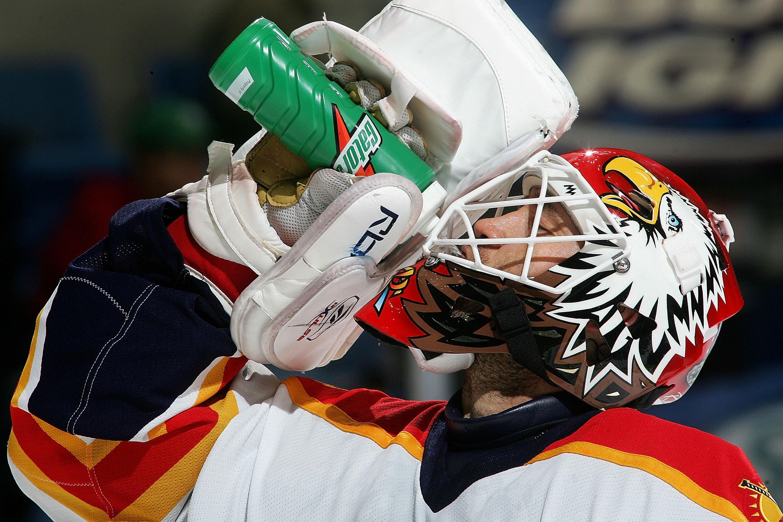 NHL goalie Ed Belfour offered police a billion dollar bribe after a drunken incident at a Dallas hotel.