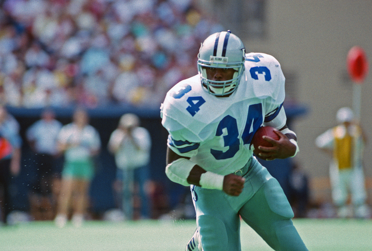 Herschel Walker running with the football