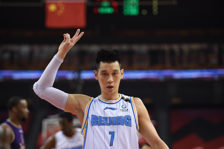 Jeremy Lin of Beijing Ducks gestures in 2020