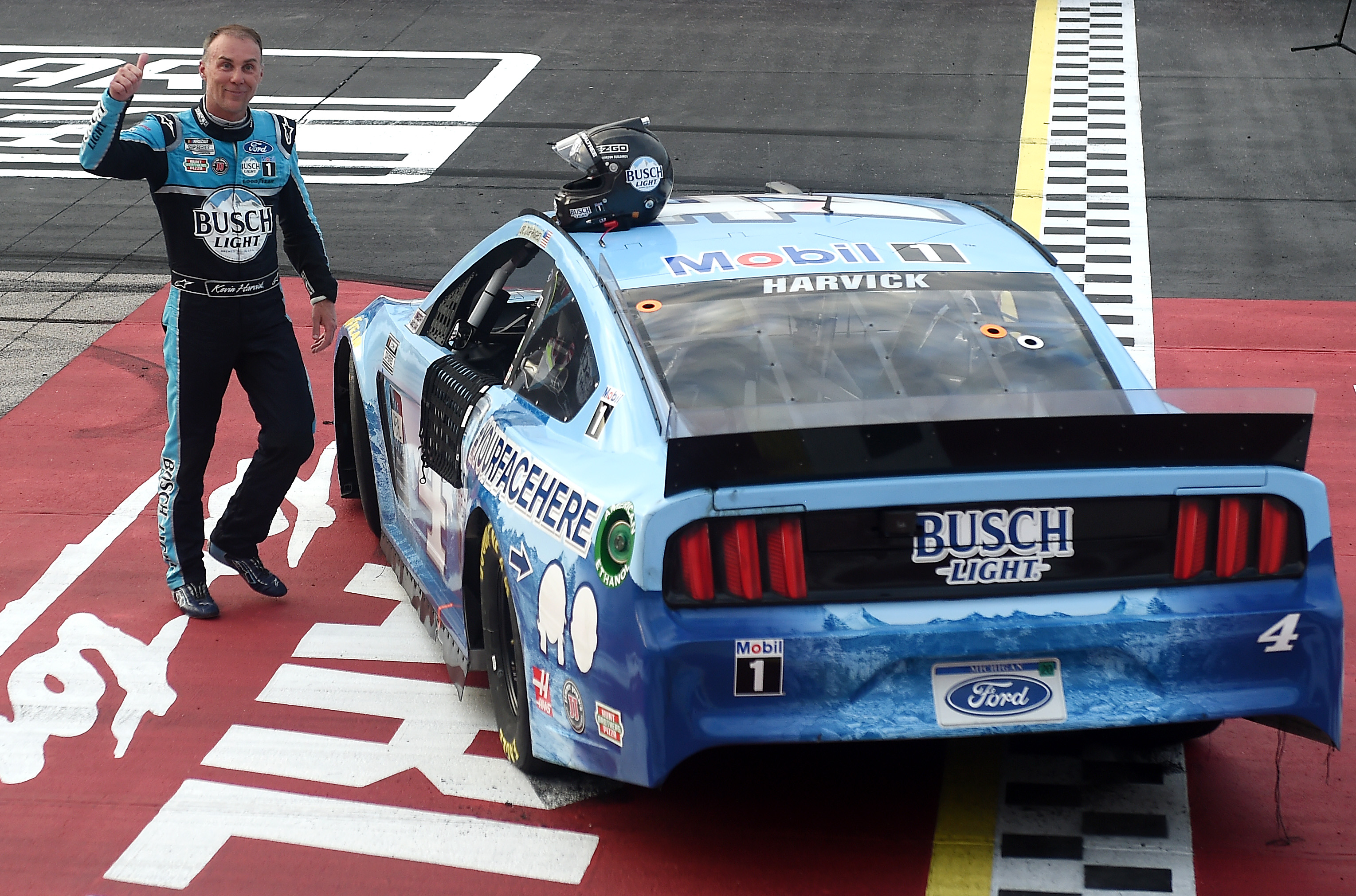 Kevin Harvick recalls 'overwhelming' scene when he replaced Dale Earnhardt.