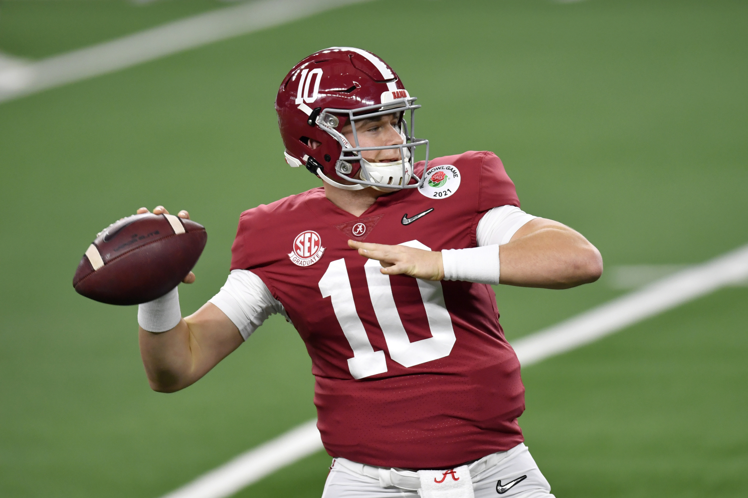 Mac Jones has had a great season with the Alabama Crimson Tide. He could have a great rookie season in the NFL if he goes to a specific team.