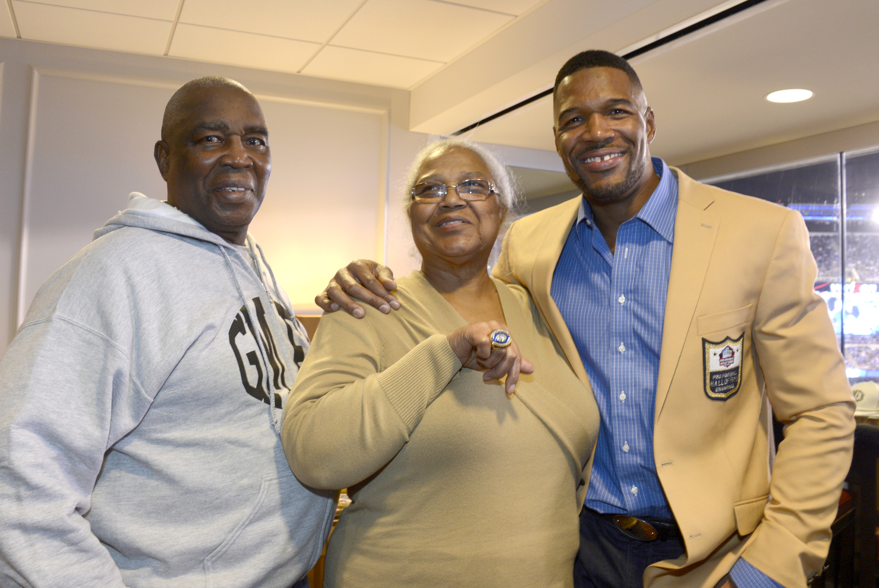 Michael Strahan with his dad, Gene, and mom, Louise