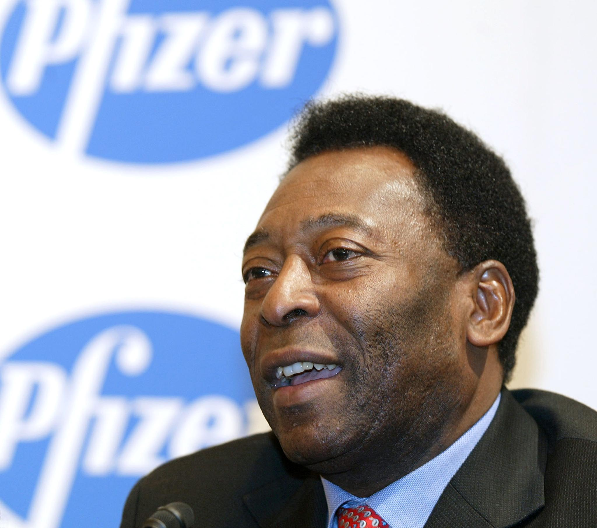 Soccer legend Pelé attends a 2002 news conference