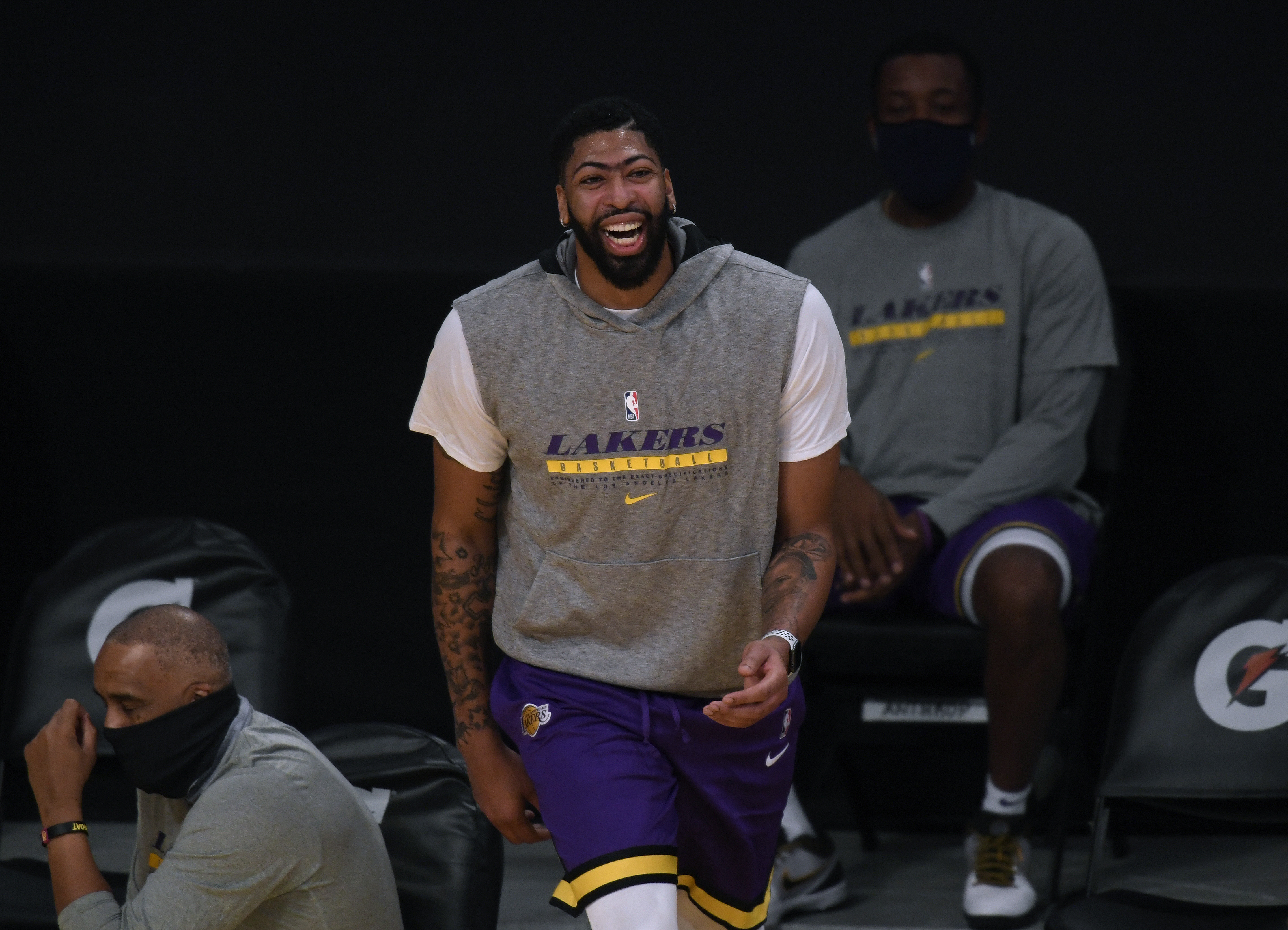 Lakers player Anthony Davis warms up