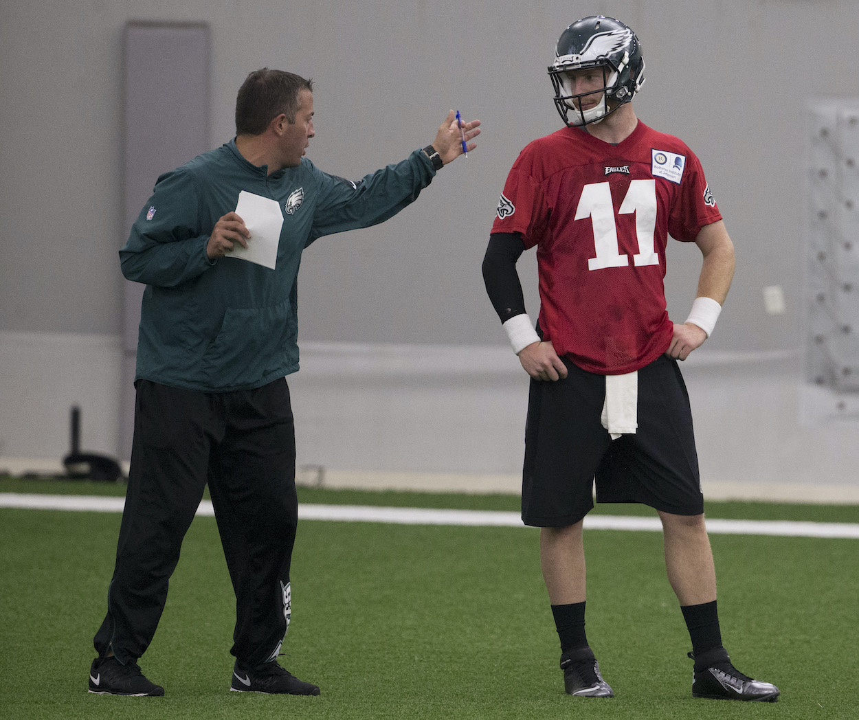 John DeFilippo and Carson Wentz chat at a Philadelphia Eagles practice