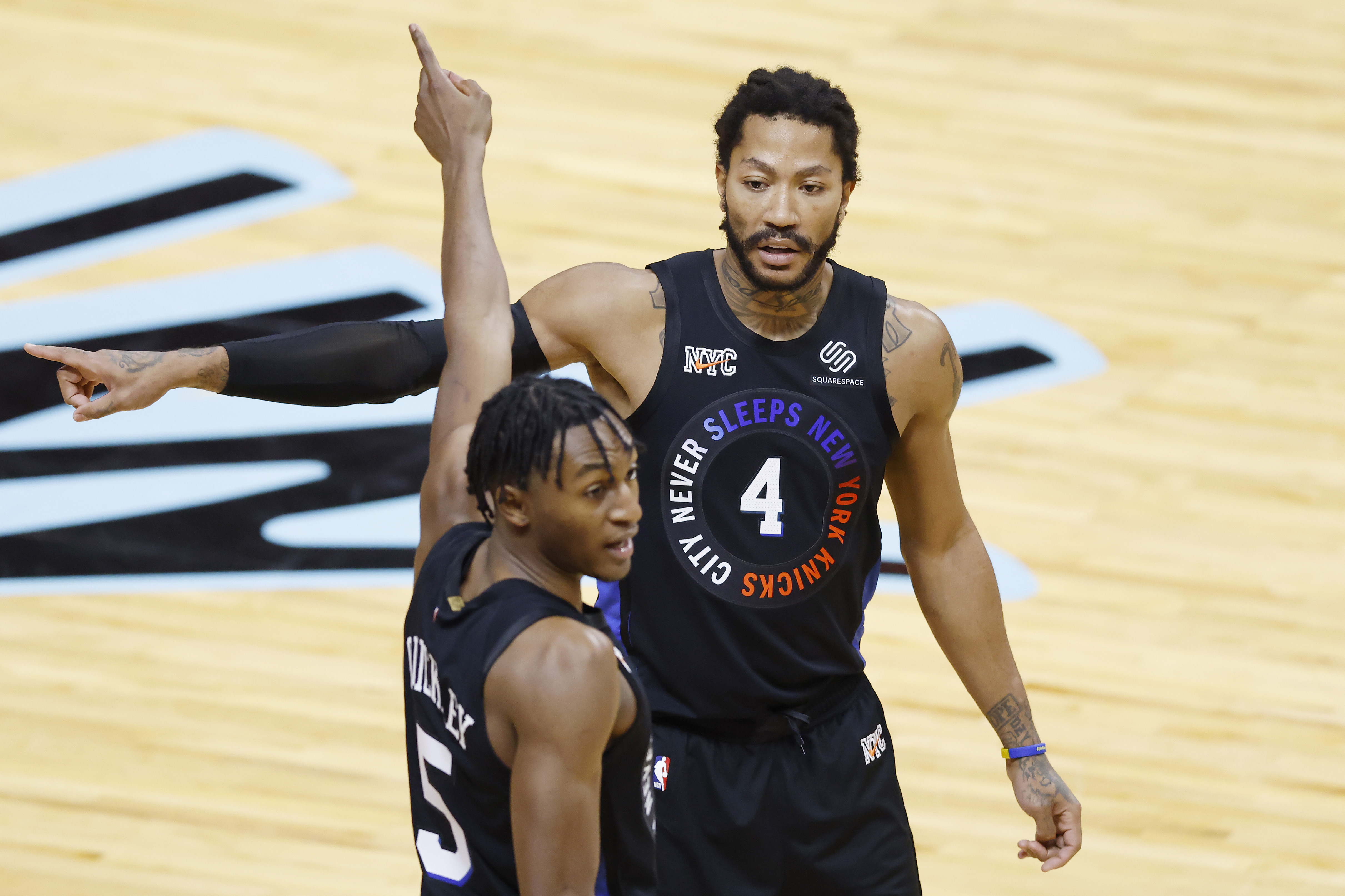 Immanuel Quickley (L) and Derrick Rose of the New York Knicks argue
