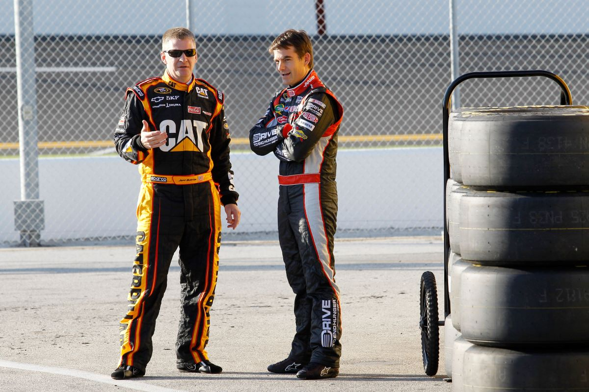 Chase Briscoe leads the pack at the NASCAR Xfinity Series Alsco 300 at Las Vegas Motor Speedway