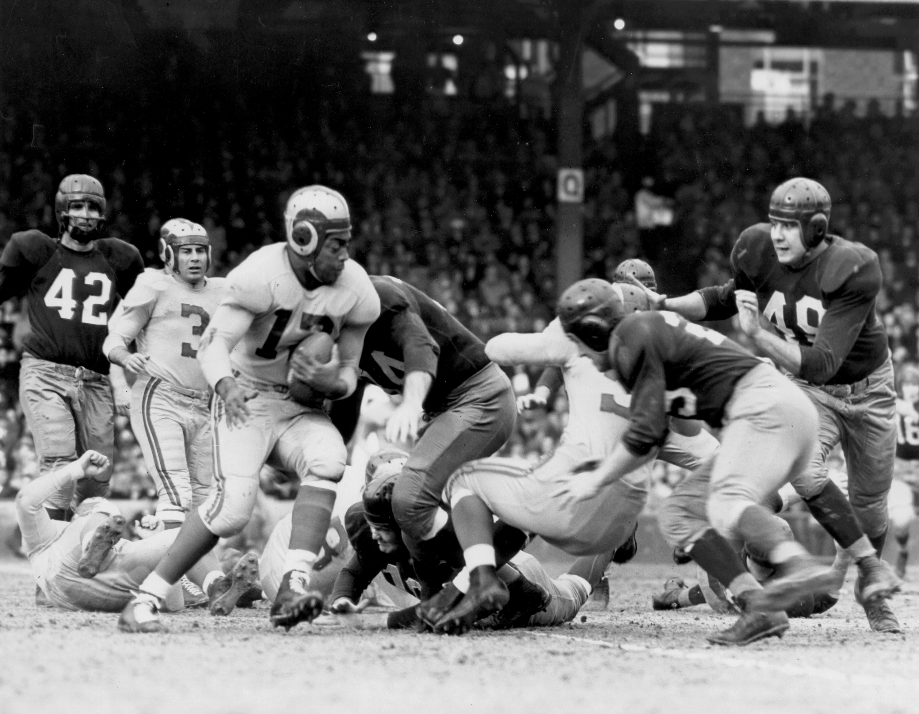 Running back Les Horvath in play in 1948