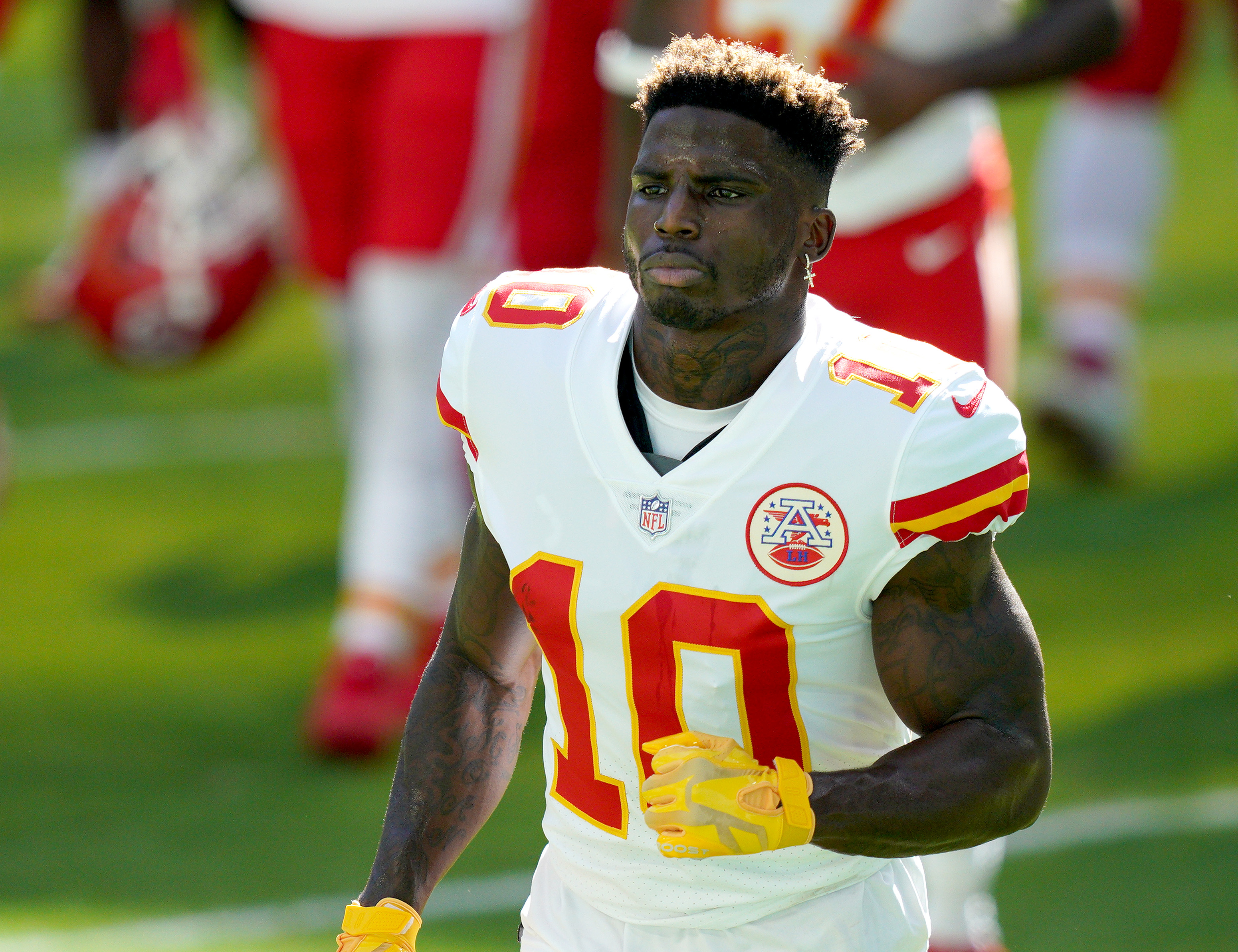 Tyreek Hill of the Kansas City Chiefs warms up