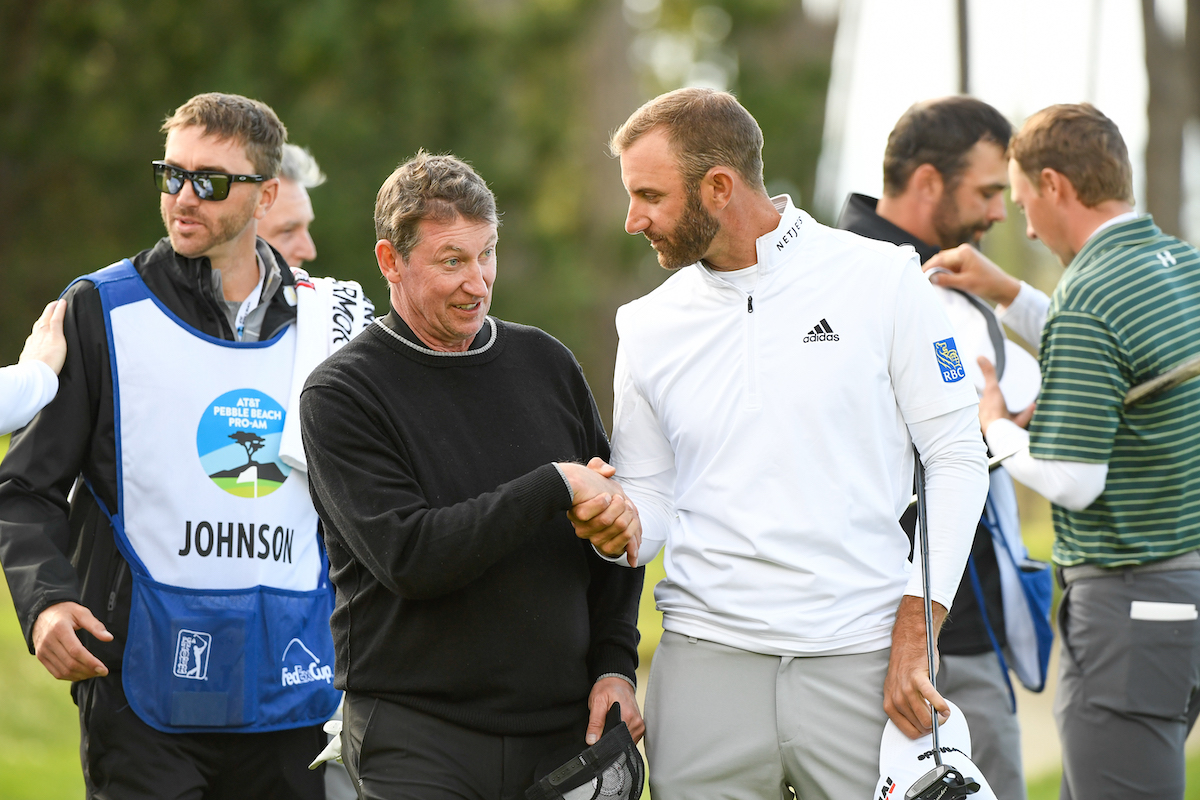 Wayne Gretzky and Dustin Johnson shake hands in 2019