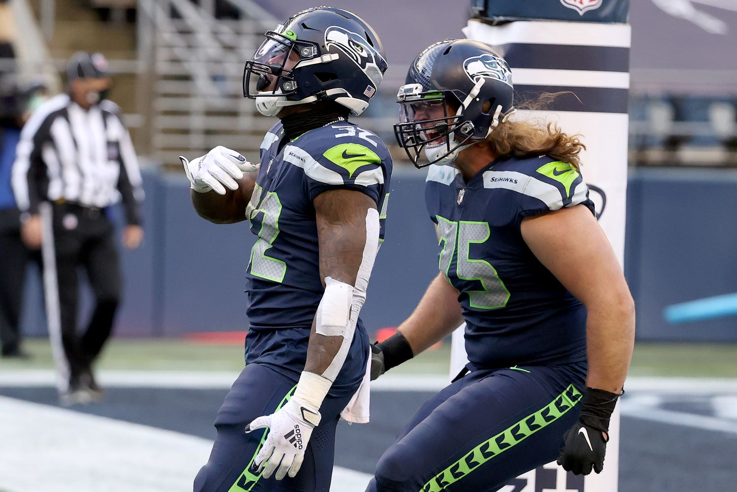 Former Seahawks OL Chad Wheeler reportedly had a wild struggle with police during his recent domestic violence arrest.