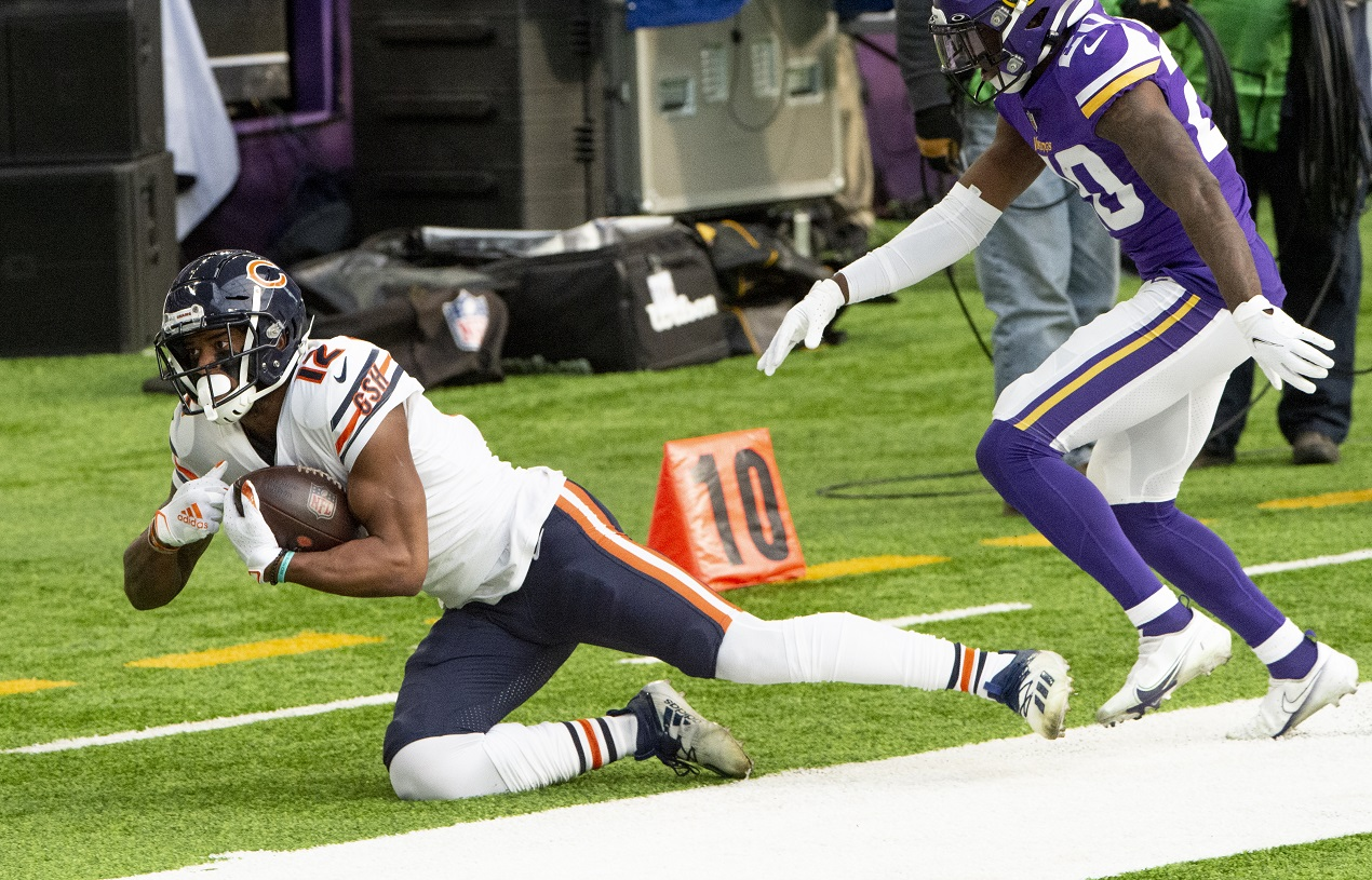 Chicago Bears WR Allen Robinson makes a diving catch