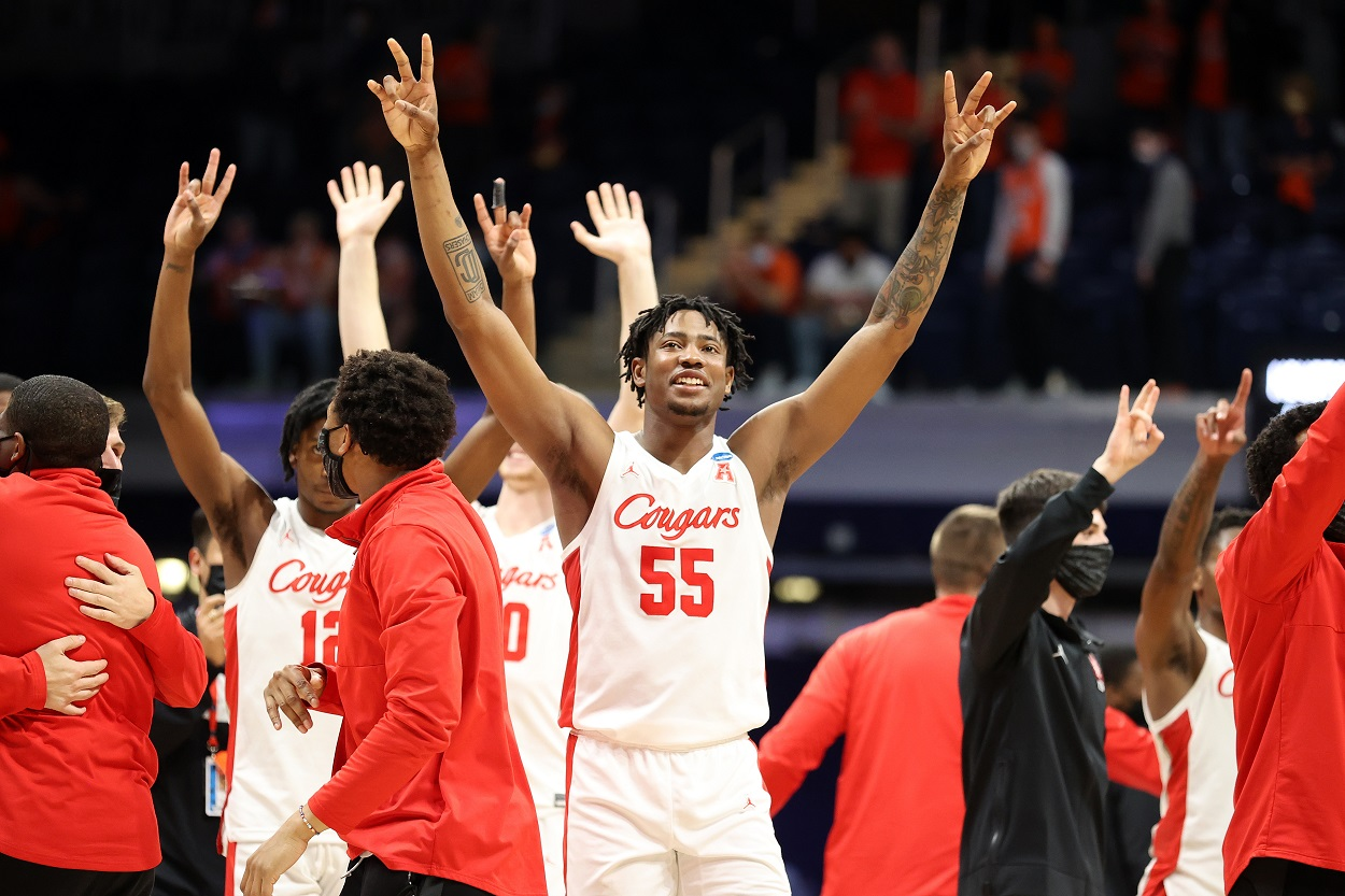 The Houston Cougars celebrate their Sweet 16 win over Syracuse in the 2021 NCAA Tournament