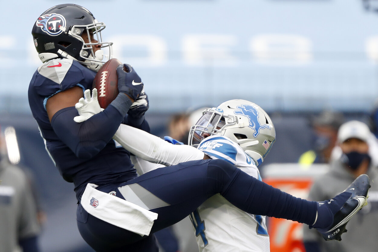 Tennessee Titans tight end Jonnu Smith catches a touchdown during a 2020 game.