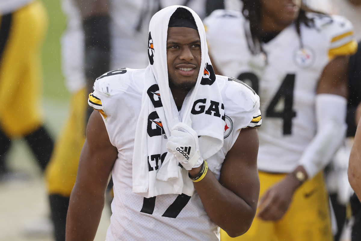 Pittsburgh Steelers WR JuJu Smith-Schuster warms up