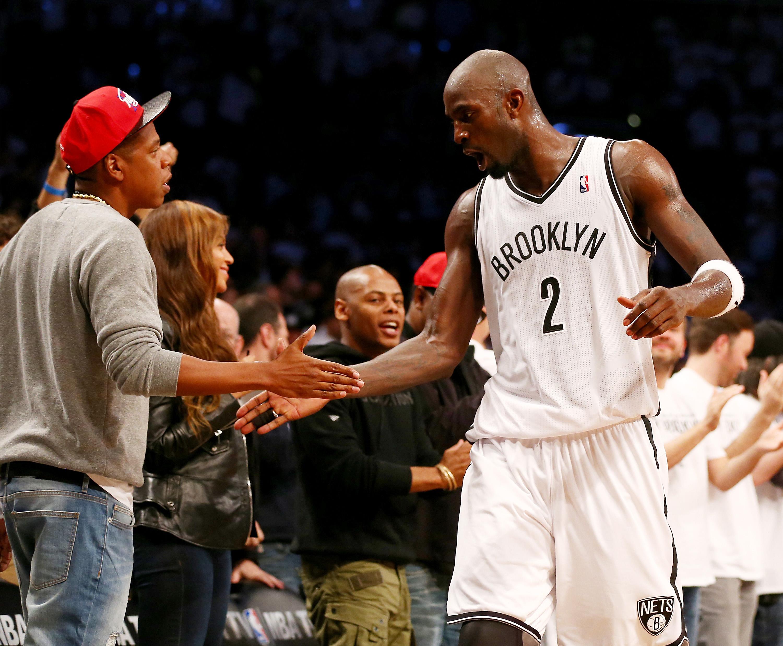 Kevin Garnett of the Brooklyn Nets is congratulated by Jay-Z in 2014