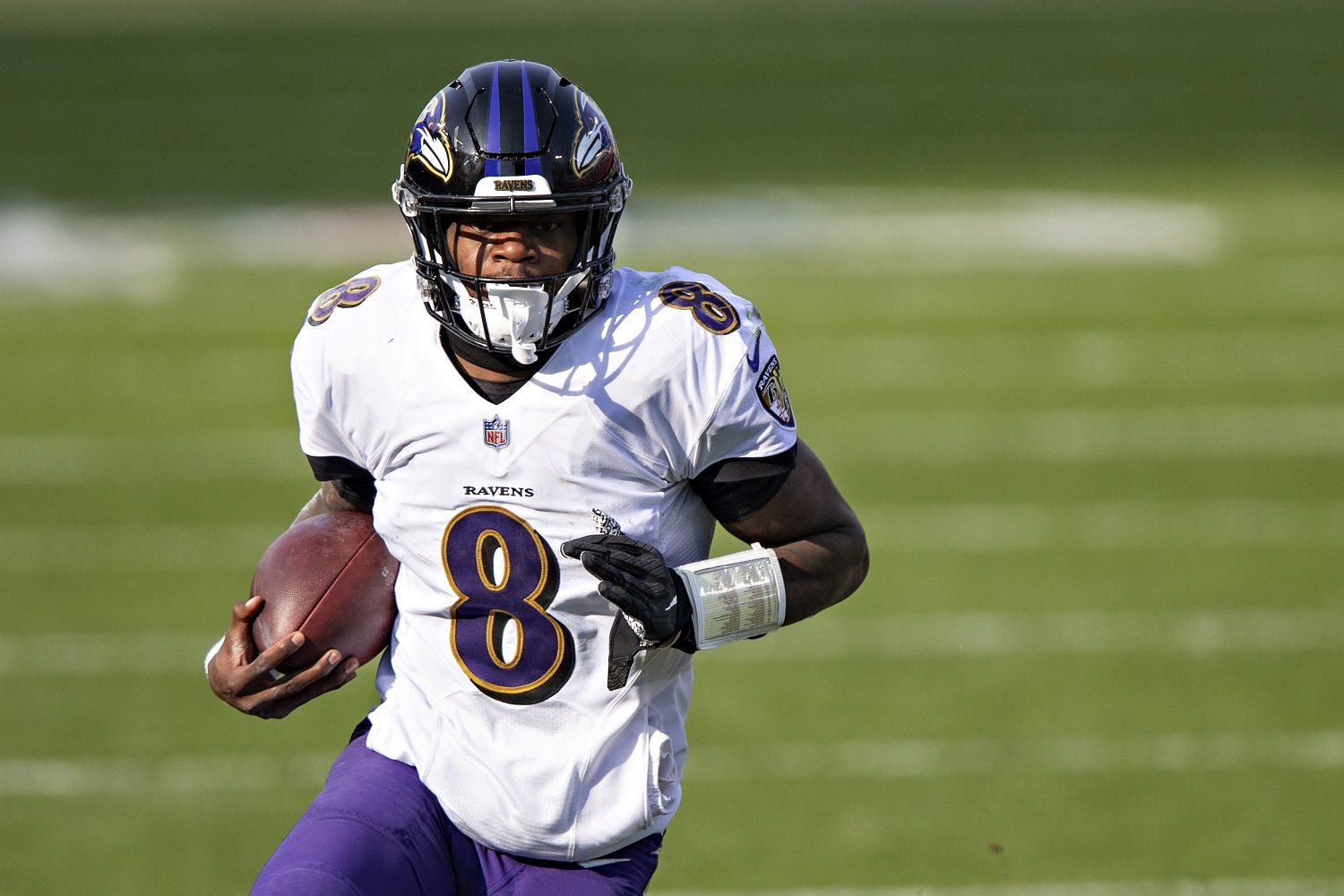 Quarterback Lamar Jackson, coming off his second straight 1,000-yard rushing season, is off to a slow start in contract negotiations.