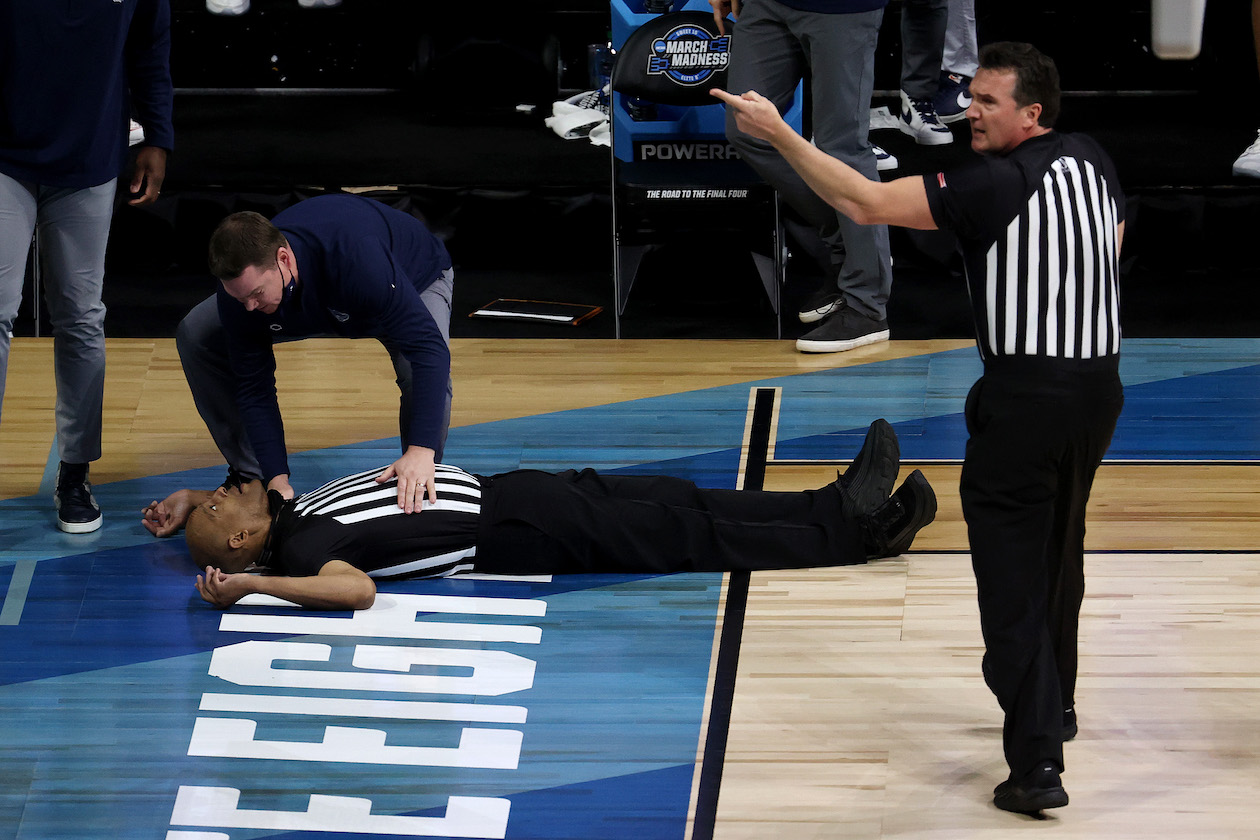 Referee collapses during Elite 8 contest