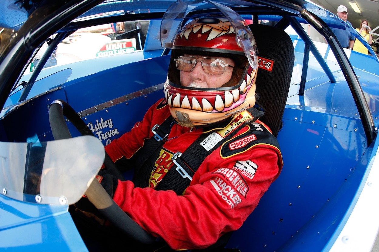 Red Farmer before a race