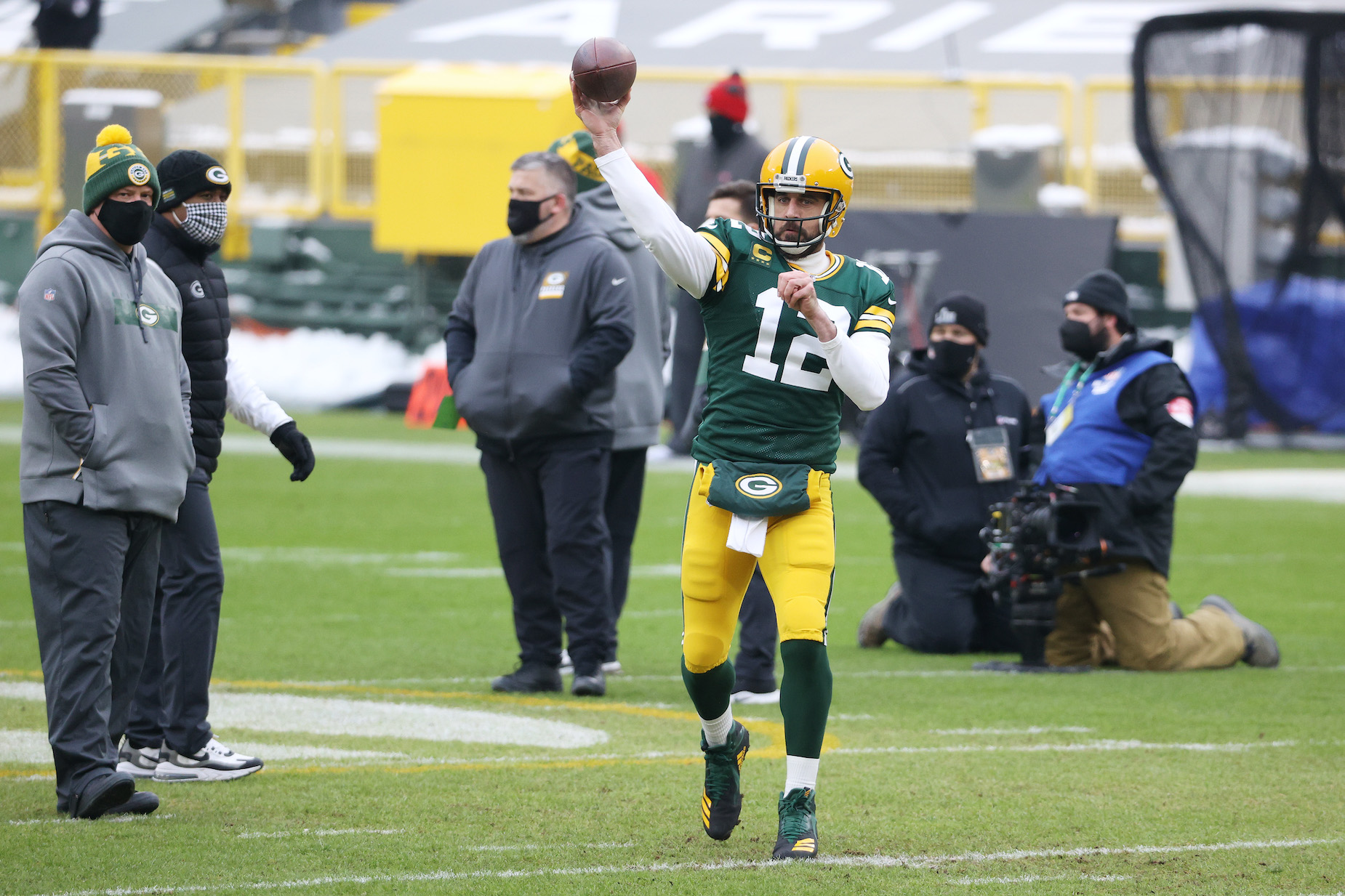 Green Bay Packers quarterback and Jeopardy guest host Aaron Rodgers warms up ahead of the 2020 NFC Championship game.