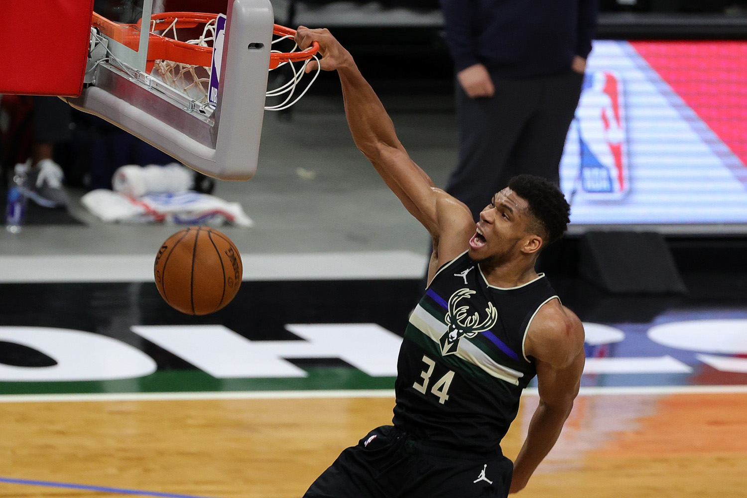 Milwaukee Bucks' Loss at Houston Shows More NBA Playoffs Heartbreak Could Be Coming