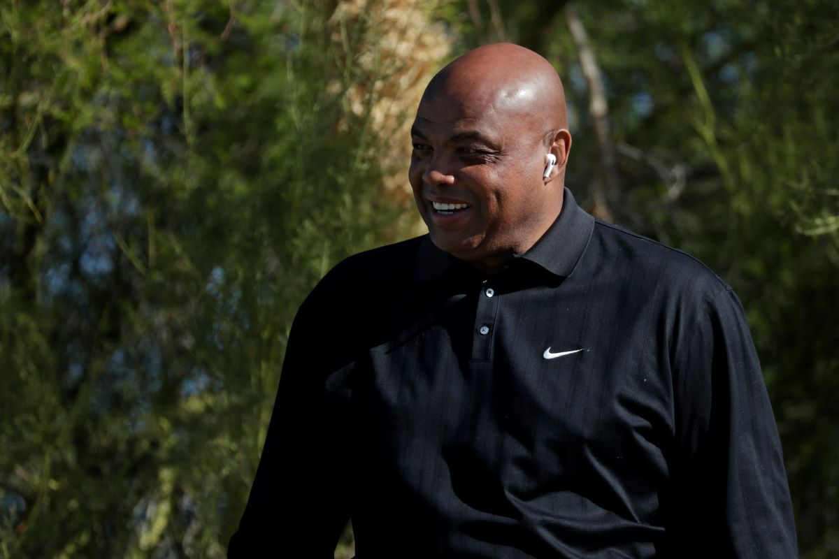 Charles Barkley Destroyed His Black Friends for Assuming He'll Grab the Bill Every Time They Hang Out Since He's Rich