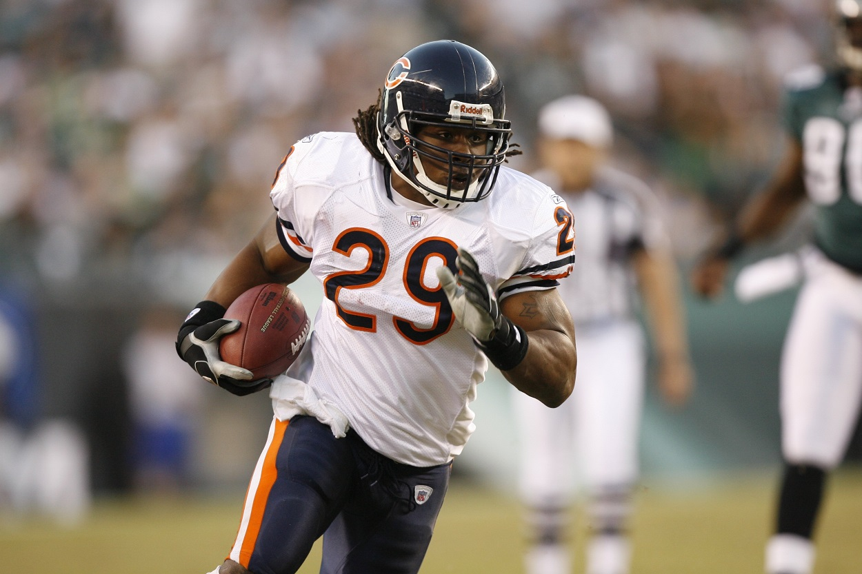 Adrian Peterson rushes for the Chicago Bears against the Eagles in 2007