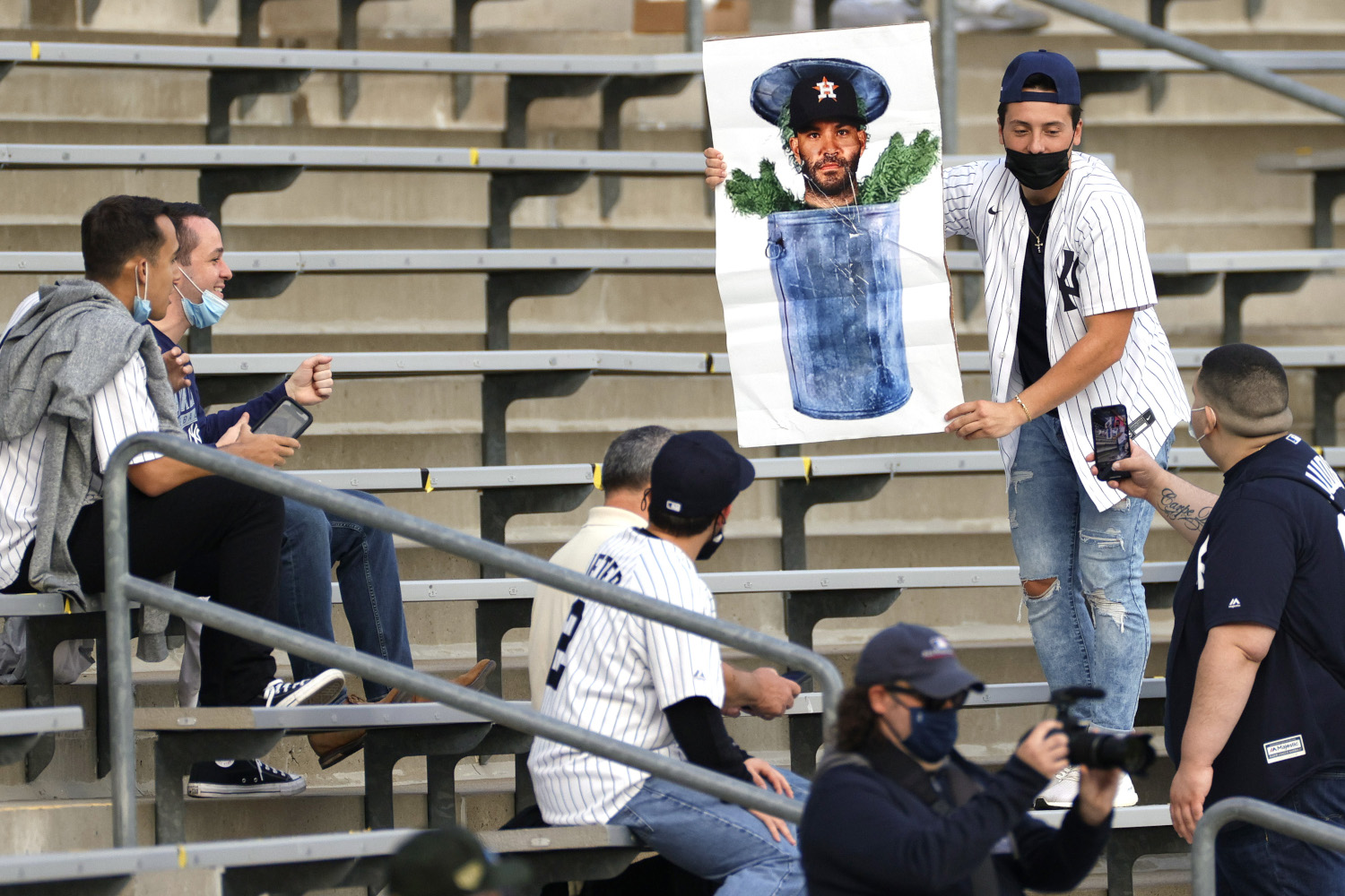 New York Yankees Fans Unleash Pent-up Frustration at Visiting Houston Astros