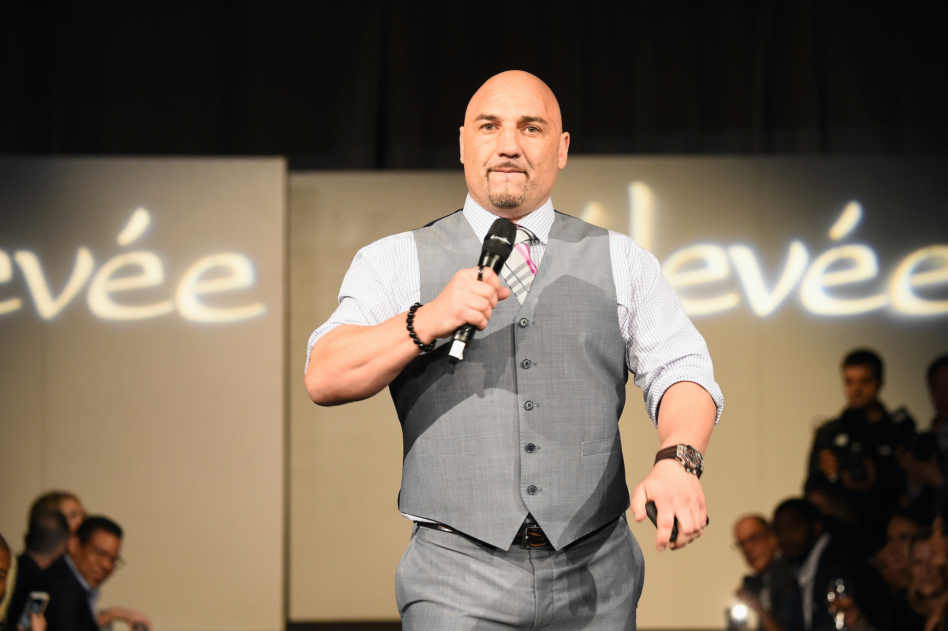 NFL Insider Jay Glazer Had an Eventful Sunday on Twitter and Even Took a Shot at Some Angry Soccer Fans