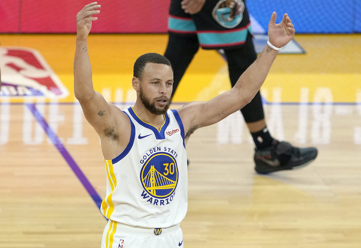 Stephen Curry Almost Rips Off His Jersey in a Nod to Former Warrior Baron Davis